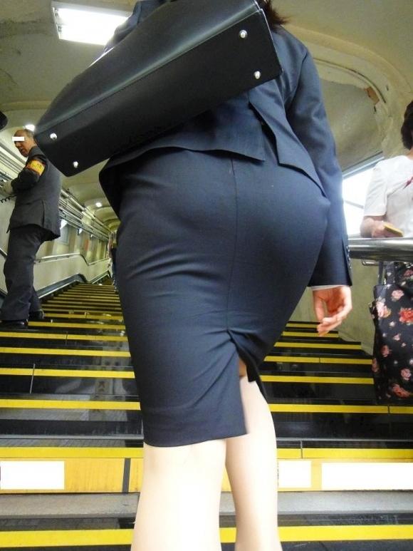タイトスカート履いてるOLのピタっと感がエロいwwwwwww【画像30枚】03_201712030149538fd.jpg