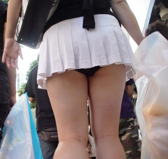 いくら暑いからってそりゃスカート短すぎるって!wwwwwww【画像30枚】03_20180715003712840.jpg