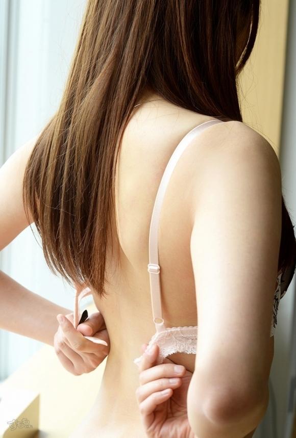 女の子がブラジャーをとる瞬間がくっそセクシーwwwwwww【画像30枚】03_20180808220507457.jpg