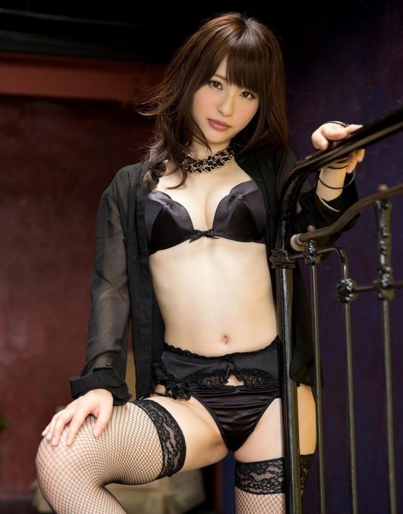 セクシーさが際立つ黒下着をまとった女性wwwwwww【画像30枚】03_201809140147119ba.jpg