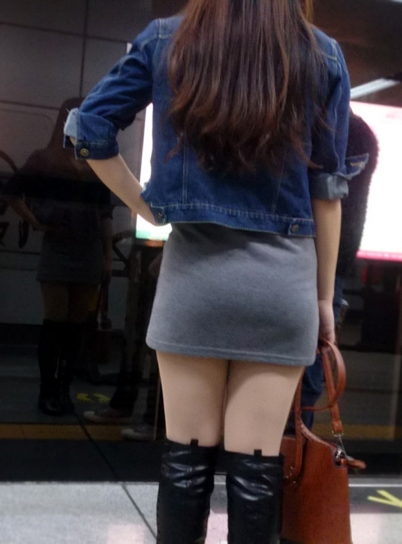 こんなエロい服装で外出しちゃう女の子結構いるんだなwwwwwww【画像30枚】04_20171028011013078.jpg