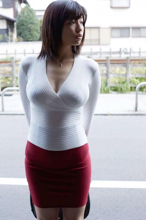 巨乳は巨乳でも着衣巨乳の方がエロく感じるwwwwwww【画像30枚】04_20171123013629fd3.jpg