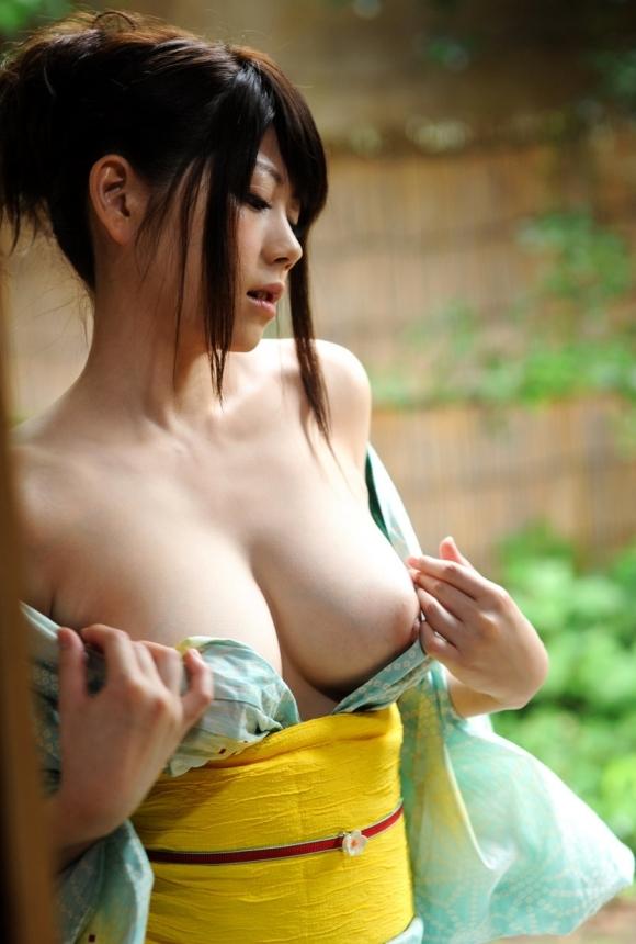 巨乳な女の子の浴衣姿がエロすぎて温泉どころじゃないwwwwwww【画像30枚】04_2018011301270459e.jpg