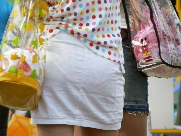 薄手のスカートからの透けパンティがくっそエロいwwwwwww【画像30枚】04_20180120012131586.jpg