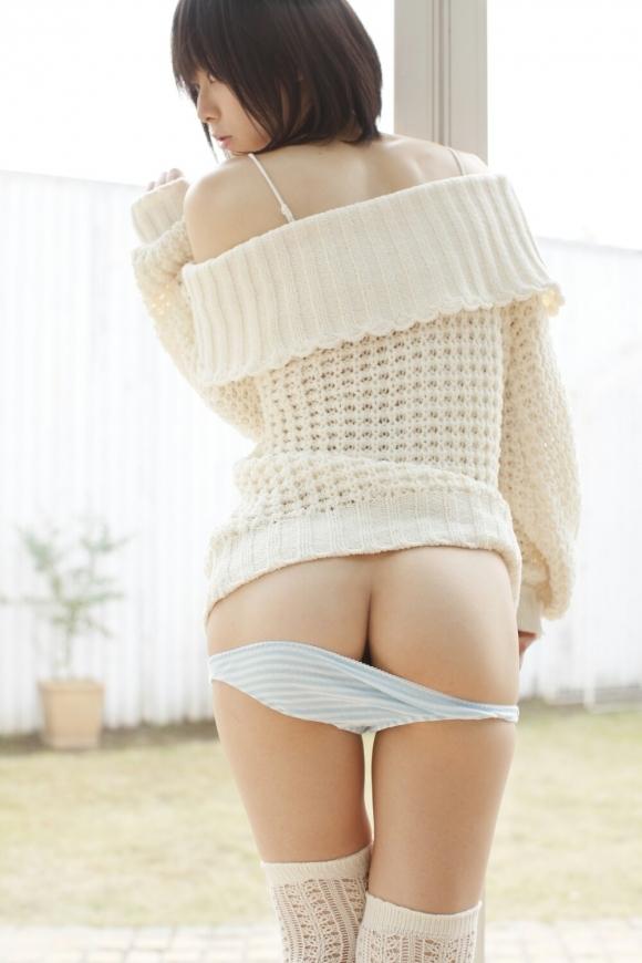 服をズリ下げてプリケツ見せてくる女の子wwwwwww【画像30枚】04_2018040323314603f.jpg