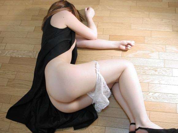 脱がされて衣服が乱れてる女の子がエロいwwwwwww【画像30枚】04_2018050100561077c.jpg