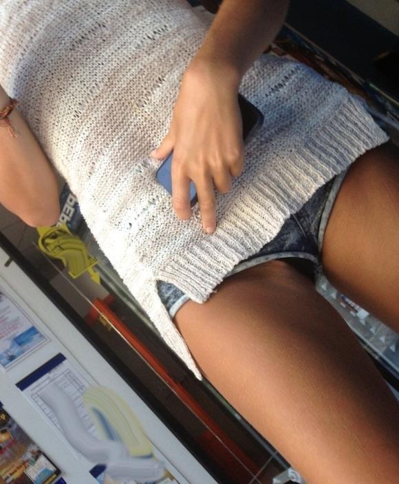 女の子が着るホットパンツっていうエロい服装wwwwwww【画像30枚】04_20180708003054a8a.jpg