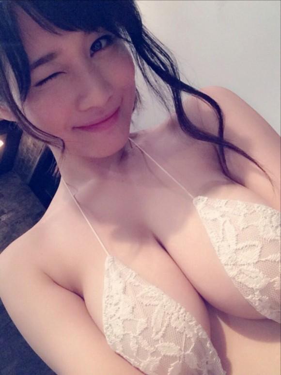 グラビアアイドルの水着おっぱいがエロすぎるwwwwwww【画像30枚】04_20180821220208b09.jpg
