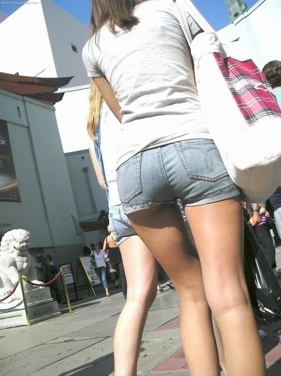 外でエッチなおしりを振り回してる女の子を撮ってみたwwwwwww【画像30枚】05_201709300203295ff.jpg