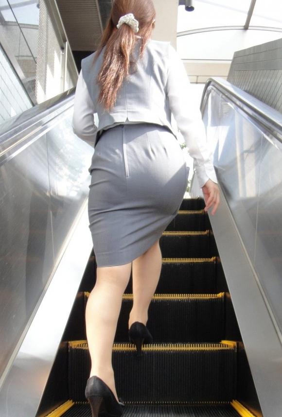 服の上からでも分かるエロいおしりを持った女の子サイコーwwwwwww【画像30枚】05_20171015011050f4b.jpg