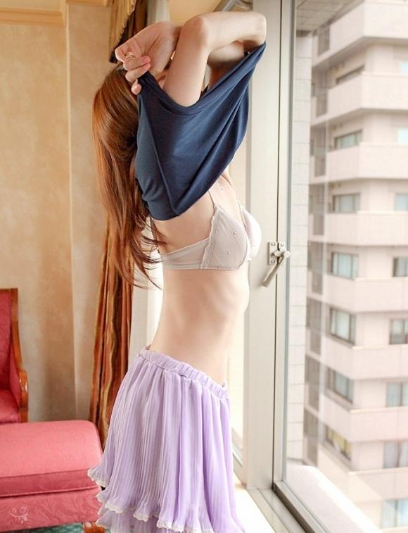 着替え中の女の子のエロさがハンパない件wwwwwww【画像30枚】05_20171029020633d39.jpg