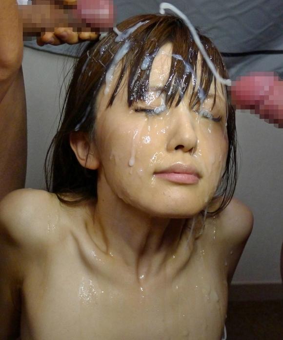 色んなとこにいっぱいザーメンをぶっかけられてる女の子wwwwwww【画像30枚】05_20171222133734a39.jpg