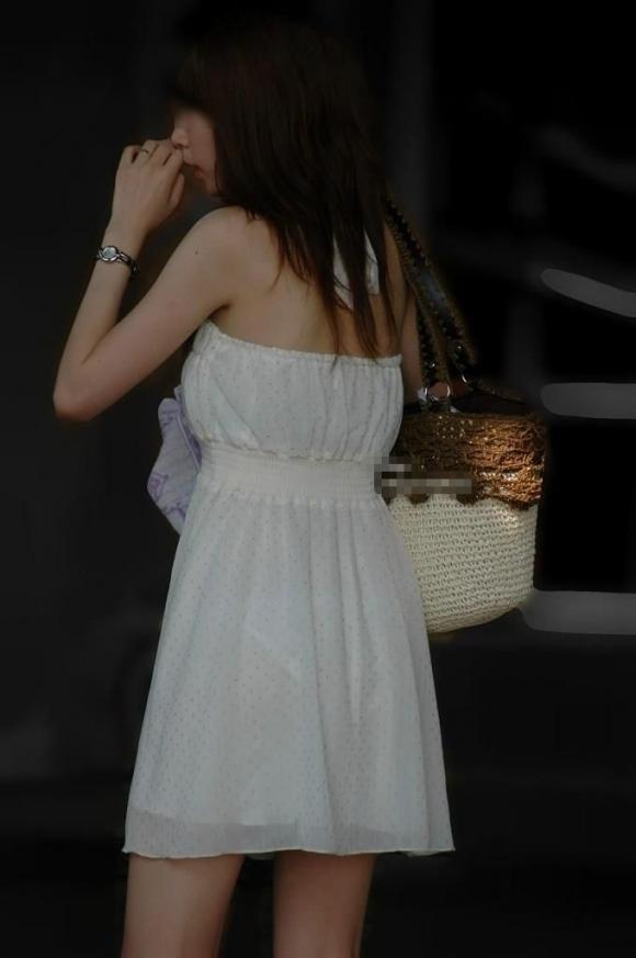 薄手のスカートからの透けパンティがくっそエロいwwwwwww【画像30枚】05_20180120012133eb7.jpg