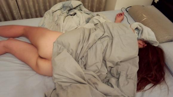 【素人エロ画像】尻丸出しで寝てる素人の無防備さwwwwwww【画像30枚】05_2018031901112737d.jpg