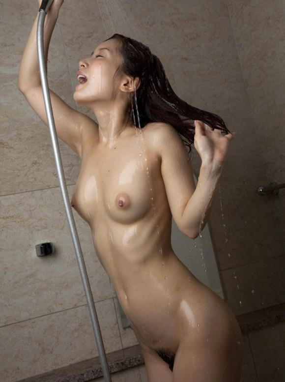 【入浴中】シャワー浴びてる色っぽいお姉さんがヤベェェェwwwwwww【画像30枚】05_201803310105180e5.jpg
