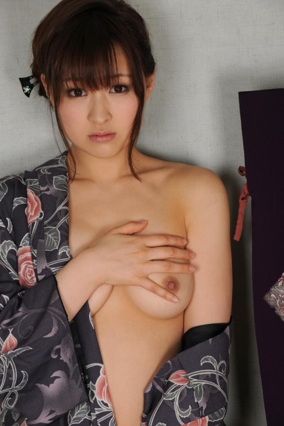 日本人なら絶対好きな和服のエロ画像wwwwwww【画像30枚】05_2018052900471802c.jpg
