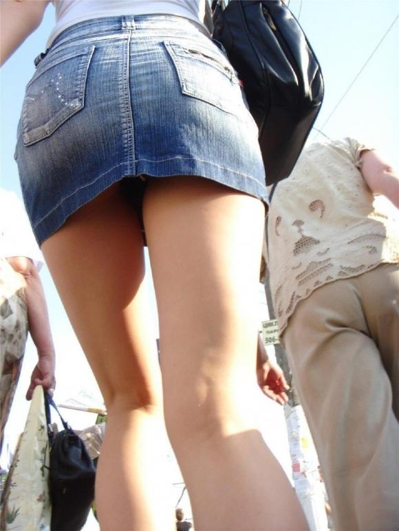 デニムスカートって簡単にパンチラしちゃうから履くとき注意なwwwwwww【画像30枚】05_20180610011549bef.jpg