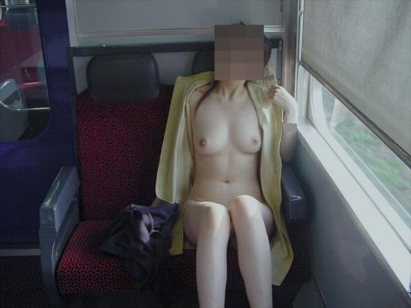 駅や電車で露出してる変態女が増殖中wwwwwww【画像30枚】05_20180705182502ece.jpg