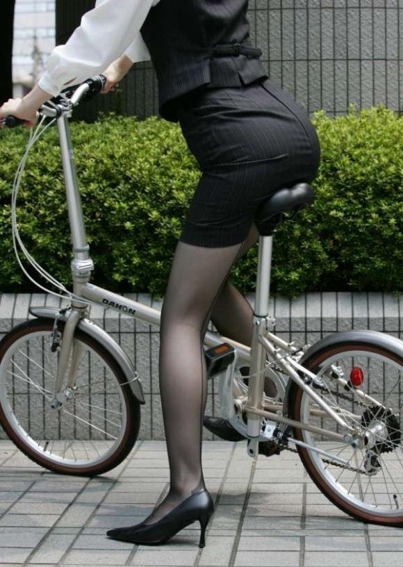 必ずセクハラしたくなるwwwOLさんのタイトスカート!【画像30枚】05_201807140108263ec.jpg
