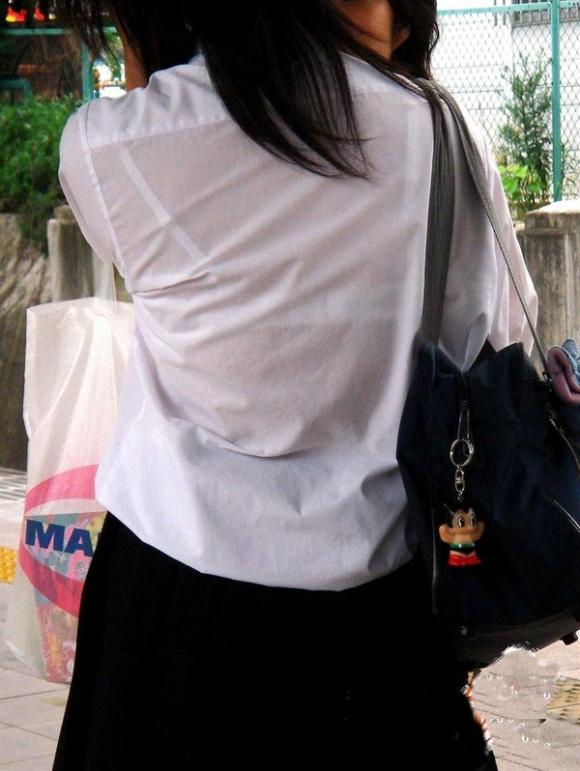 【女子校生】薄着になる夏はJKの透けブラを大量ゲットできる季節wwwwwww【画像30枚】05_20180726003848f25.jpg
