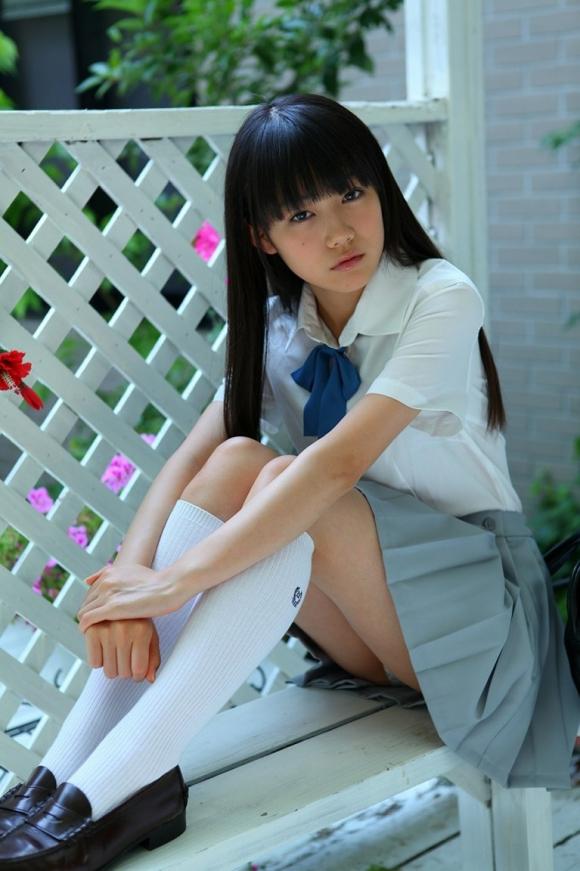 可愛い女の子の座りパンチラとか最高すぎるwwwwwww【画像30枚】05_20180909165411669.jpg