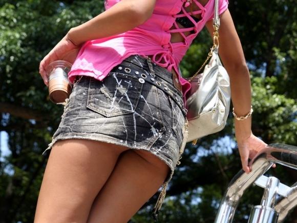 デニムスカート履いてる女の子のエロスがハンパないwwwwwww【画像30枚】06_20171009012608d4a.jpg