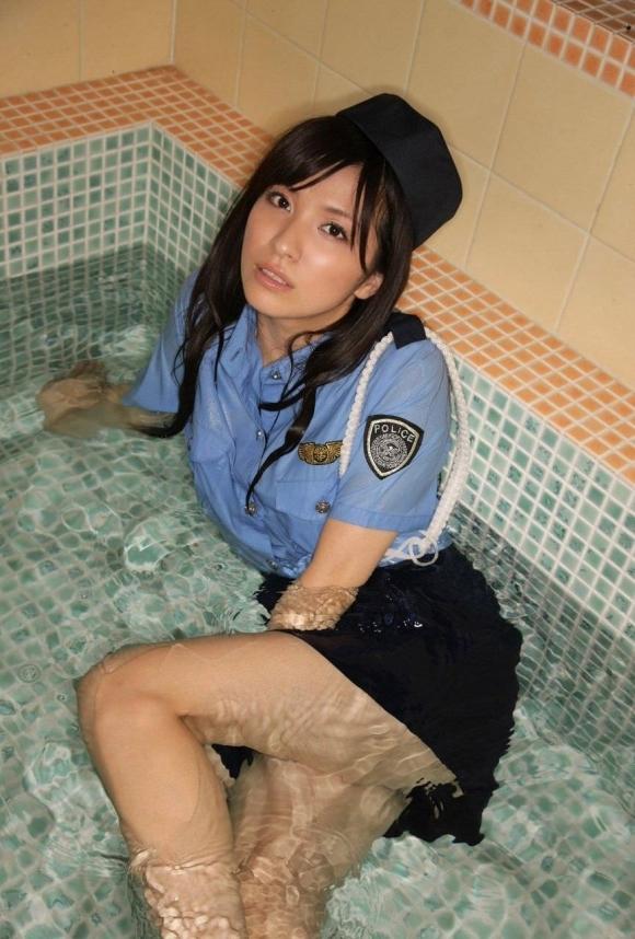 エッチな婦警さんになら逮捕されて取り調べられても許せるwwwwwww【画像30枚】06_20171116231233682.jpg