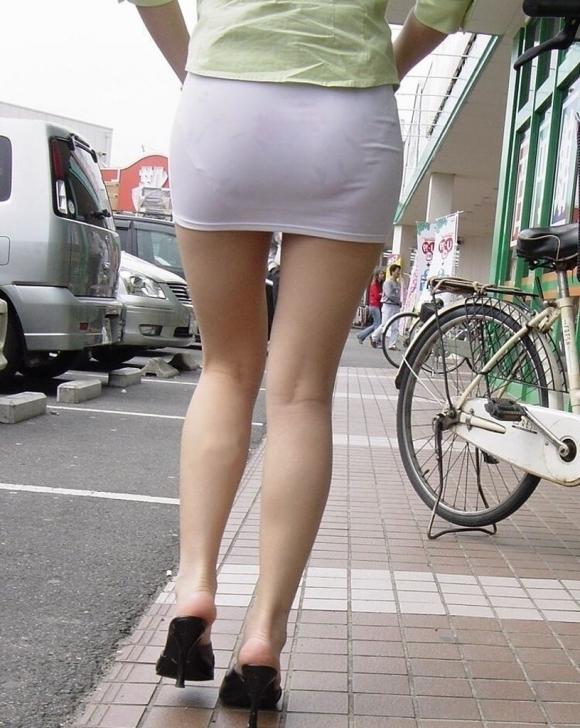 薄手のスカートからの透けパンティがくっそエロいwwwwwww【画像30枚】06_20180120012134872.jpg