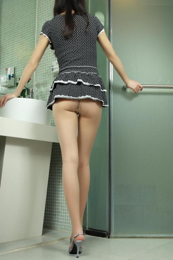 スカートが短すぎて『自分からパンツ見せにきてる』女の子wwwwwww【画像30枚】06_20180511011217d93.jpg