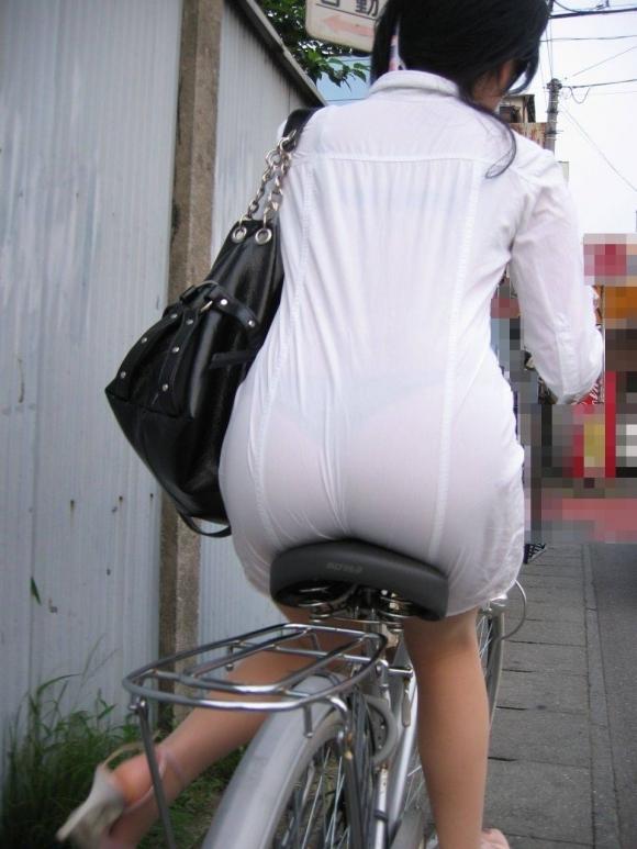 暑いからってパンツ透けるスカートで外出しちゃダメだってwwwwwww【画像30枚】06_20180601004607b86.jpg