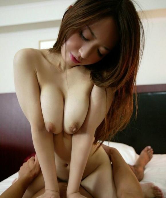 騎乗位セックスしてる女のカラダがエロすぎるwwwwwww【画像30枚】06_2018071500484276e.jpg