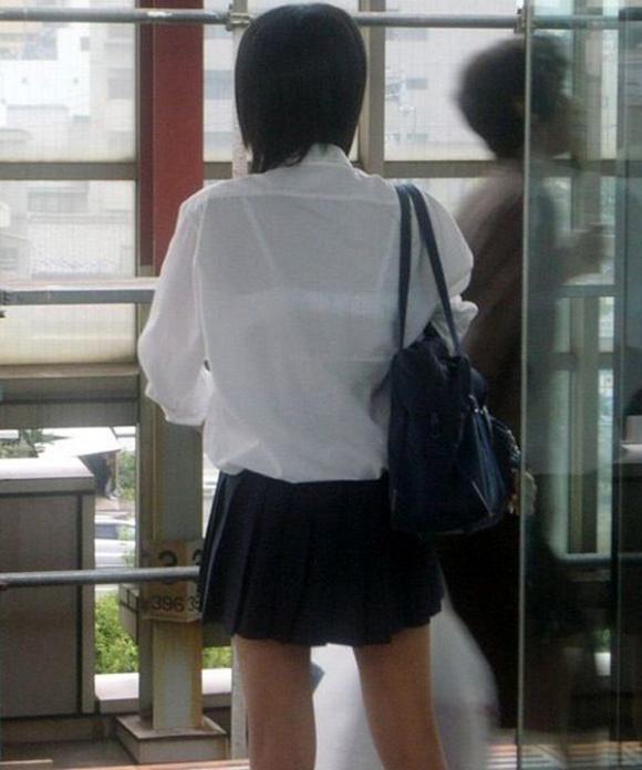 【女子校生】薄着になる夏はJKの透けブラを大量ゲットできる季節wwwwwww【画像30枚】06_20180726003849703.jpg