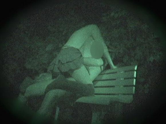【青姦】野外でセックスしてるカップルを赤外線で盗撮wwwwwww【画像30枚】06_20180912173138c95.jpg