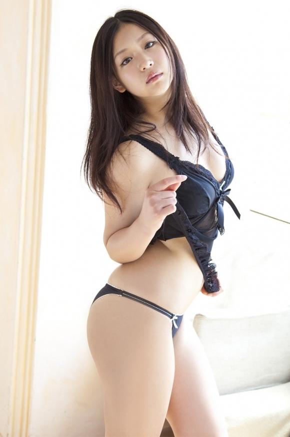 セクシーさが際立つ黒下着をまとった女性wwwwwww【画像30枚】06_201809140147157eb.jpg