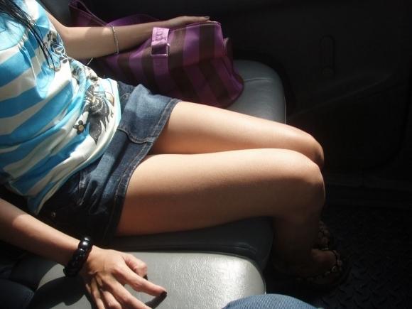 デニムスカート履いてる女の子のエロスがハンパないwwwwwww【画像30枚】07_2017100901260887f.jpg