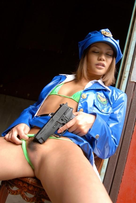 エッチな婦警さんになら逮捕されて取り調べられても許せるwwwwwww【画像30枚】07_20171116231234577.jpg