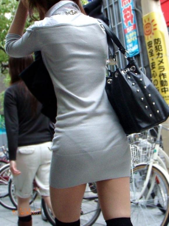 薄手のスカートからの透けパンティがくっそエロいwwwwwww【画像30枚】07_20180120012136c0c.jpg