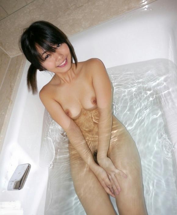 【入浴中】お風呂に浸かってる女の子って一層エロく見えるから好きなんだなぁ〜wwwwwww【画像30枚】07_20180221163400095.jpg