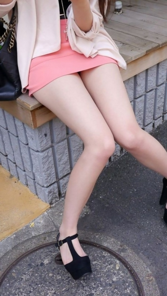 外で見かけるエロい脚にグッとくるwwwwwww【画像30枚】07_20180417011017de5.jpg