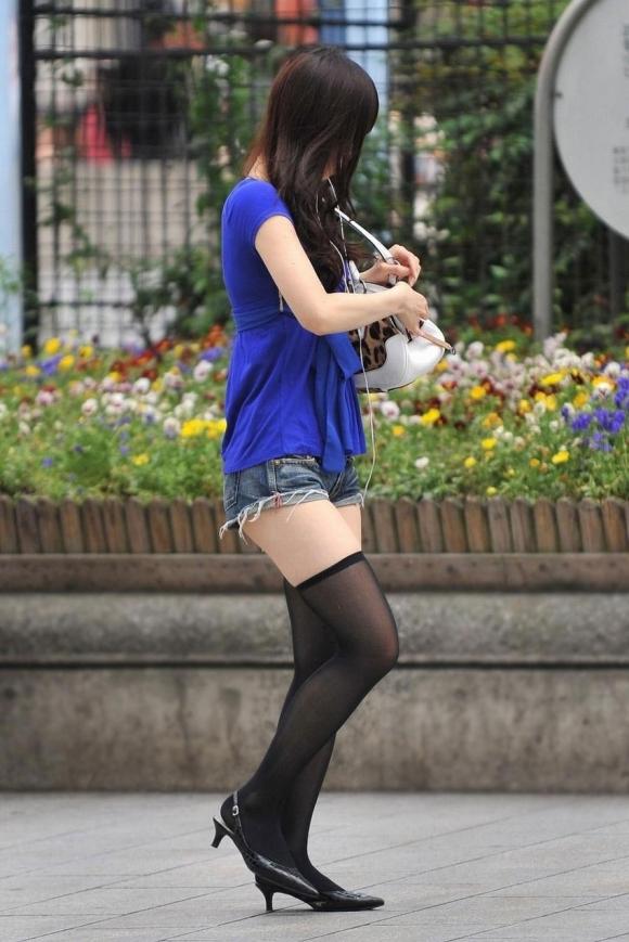 ニーハイ履いた女の子の脚がマジでたまらんwwwwwww【画像30枚】07_20180508011543a90.jpg