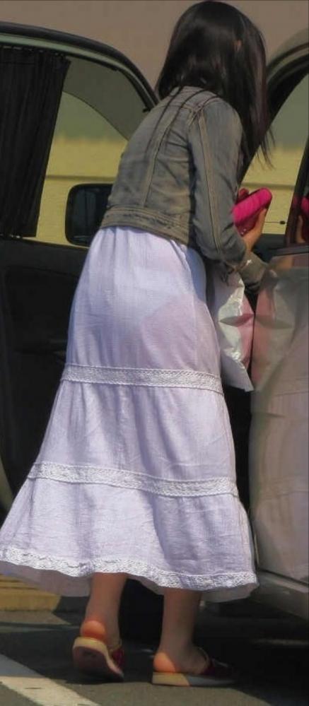暑いからってパンツ透けるスカートで外出しちゃダメだってwwwwwww【画像30枚】07_20180601004609099.jpg