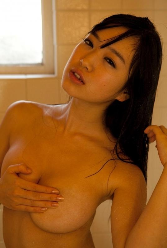 手ブラで乳首を隠してるおっぱいも悪くないwwwwwww【画像30枚】07_201807110056463a6.jpg