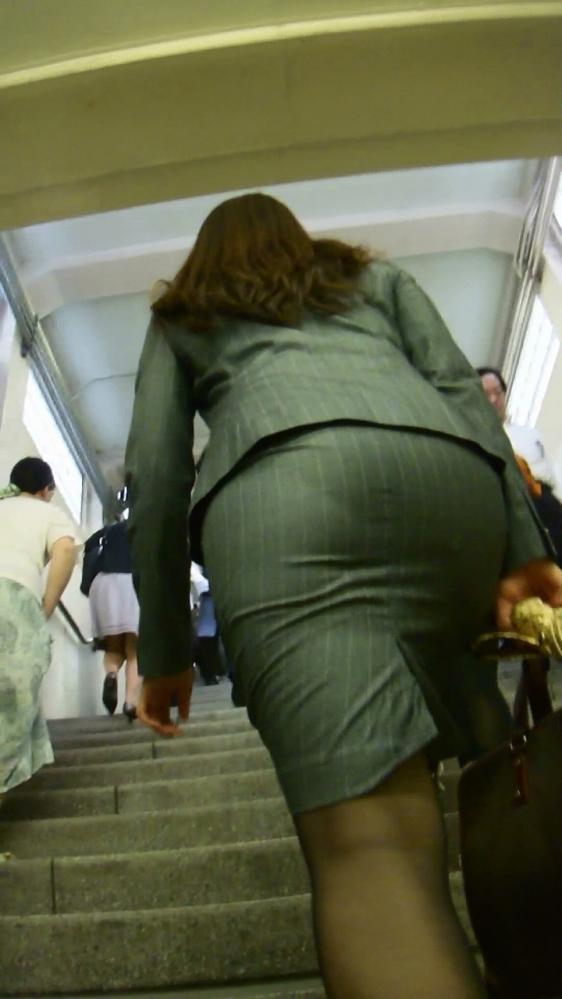 パツパツのタイトスカートからのおしりがエロい!【画像30枚】07_201808052351568e1.jpg