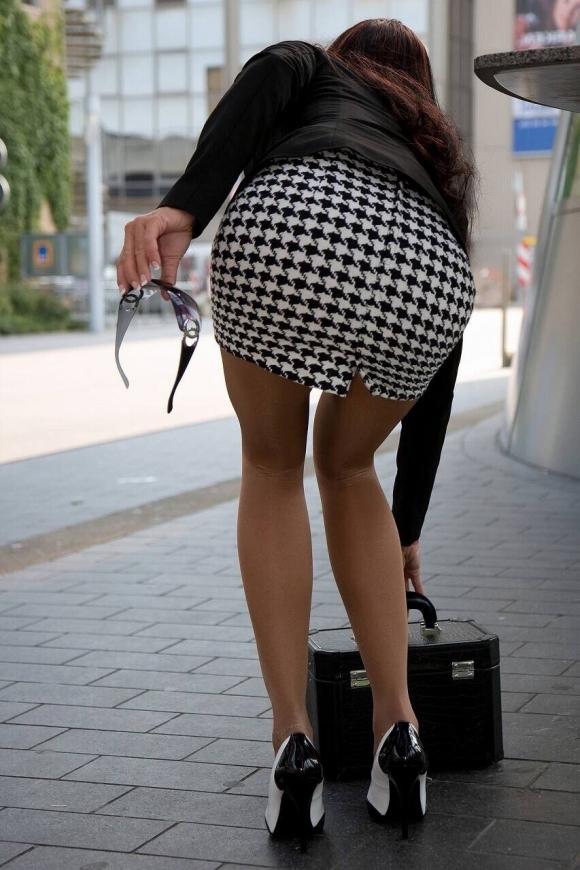服の上からでも分かるエロいおしりを持った女の子サイコーwwwwwww【画像30枚】08_201710150110556ab.jpg