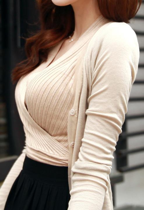 ニットセーターを着た女の子のおっぱいのカタチがエロすぎて困るwwwwwww【画像30枚】08_20171130000459220.jpg