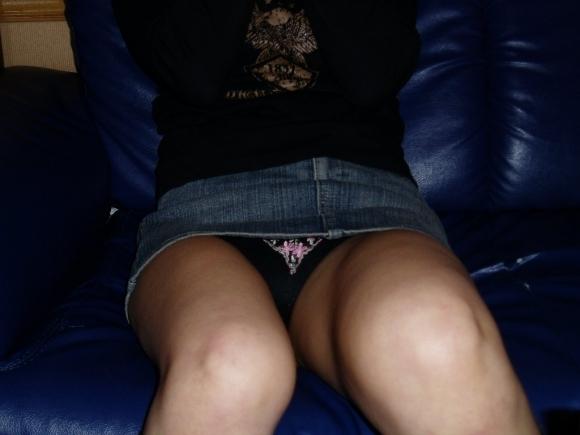 全部デニムスカートが悪い!wwwこういうパンチラがエロいwwwwwww【画像30枚】08_2018012915245479f.jpg