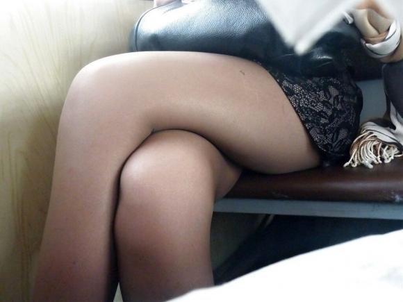 【ガン見】電車で座ってる女の子の脚がエロくてどうしても見てしまうwwwwwww【画像30枚】08_2018022302181975c.jpg