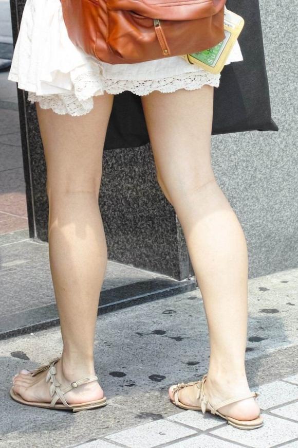 外で見かけるエロい脚にグッとくるwwwwwww【画像30枚】08_2018041701101983e.jpg