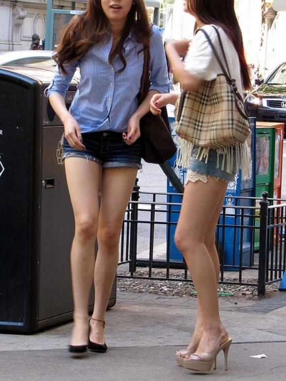 暑くなってきて生太ももを拝める服着る女の子が増えてハッピーwwwwwww【画像30枚】08_2018052600531764f.jpg