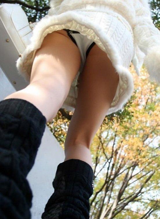 【パンチラ】リアルに女の子のパンツを覗き見したいwwwwwww【画像30枚】08_201805280037000a6.jpg